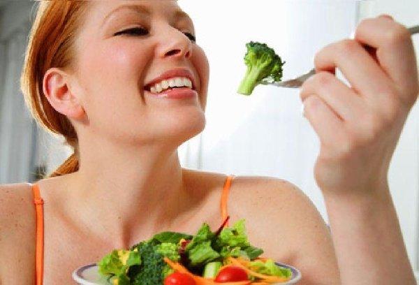 """ลดน้ำหนักหลังคลอดอย่างไรให้สวย คุณแม่จะทานเก่งเป็นพิเศษเนื่องจากฮอร์โมนอีกทั้งทานเผื่อลูกน้อยในท้องและผลที่ตามมาคือ """"น้ำฟหนักขึ้น"""" beauty Blog"""
